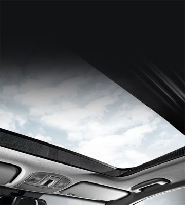 Picture of wide-opening panorama glass roof in the new Hyundai i30.