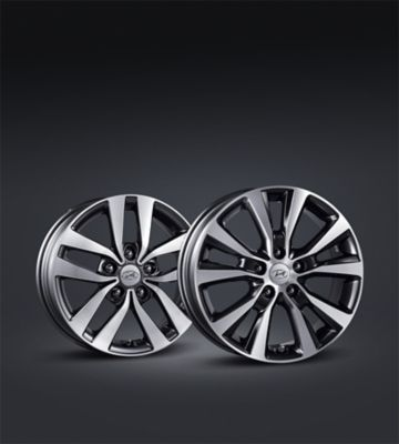 Picture of the sporty alloy wheels on the new Hyundai i30.