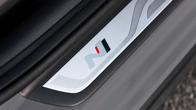 Close up of the sporty N logo on the doors sill of the Hyundai i30 N.