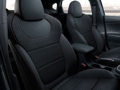Imagen de los asientos deportivos N del Hyundai i30 Fastback N.