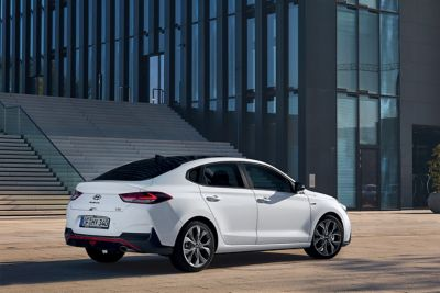 Photo of the new Hyundai Fastback N Line picture from the side.