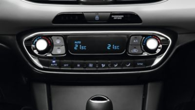 Picture of the automatic air conditioning system in the Hyundai i30.