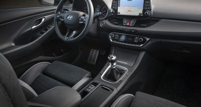 Picture of the sporty interior of the Hyundai i30 N Line 5-door.