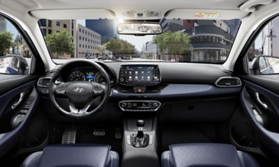 A view of the driver and passenger seats of the new Hyundai i30 Wagon.