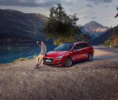 Imagen del Hyundai i30 cw en la montaña.