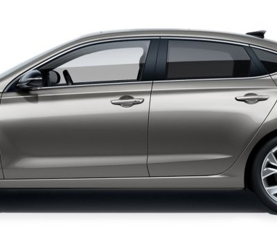 Picture of wide-opening panorama glass roof in the new Hyundai i30 Fastback.