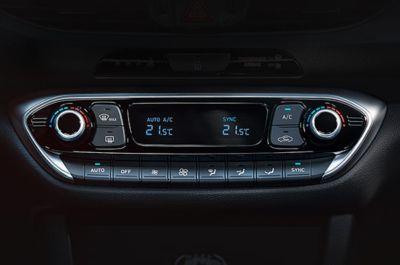 Vista en detalle de la pantalla táctil flotante de 8 del Hyundai i30 Fastback N.