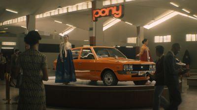 Wystawa prezentująca Hyundaia Pony