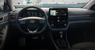 Deska rozdzielcza Hyundaia IONIQ Hybrid.