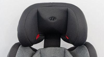 Detail na opěrku hlavy autosedačky Premium Isofix