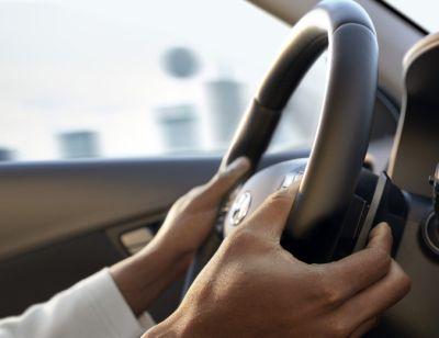 I comandi al volante di Nuova Hyundai Kona Electric.