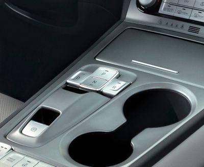 Shift-by-wire nella console centrale di Nuova Hyundai Kona Electric.