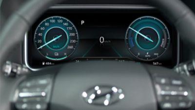 """Il luminoso quadro strumenti da 10,25"""" di Nuova Hyundai Kona Electric in modalità eco."""