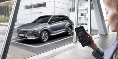 De Hyundai NEXO wordt getankt met waterstof