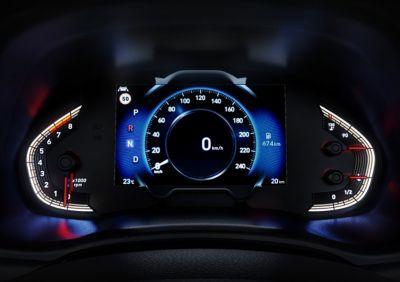 """El nuevo salpicadero destaca gracias al panel de instrumentos de 7"""" que te ofrece una conducción más calmada y centrada."""