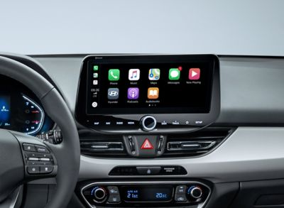 "Pantalla táctil de 10,25"" del Hyundai i30 cw con los iconos de Apple CarPlay."