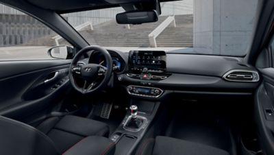 Intérieur de Nouvelle Hyundai i30 SW vu depuis la banquette arrière.