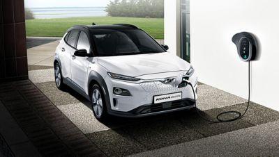 Nuova Hyundai Kona Electric in ricarica presso il WallBox di casa.