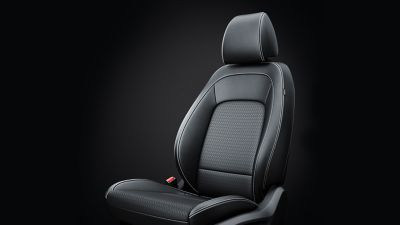 Dettaglio dei sedili riscaldati e ventilati di Hyundai KONA Hybrid.