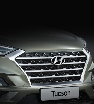 Detail view of the new Hyundai Tucson's signature cascading grille.