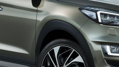 Detail view of the new Hyundai Tucson's wheel moulding.