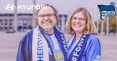 Wideo przedstawiające dwóch fanów Hertha BSC Berlin podróżujących na rowerze z Bawarii do Berlina, aby zobaczyć mecz