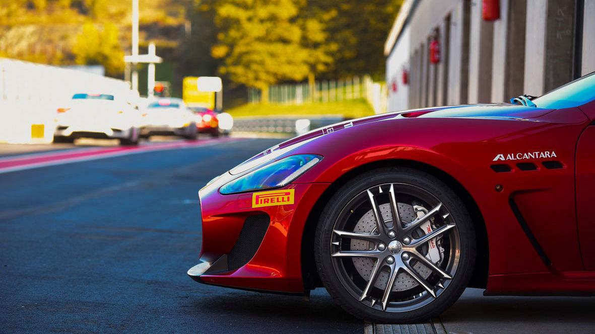 Red Maserati GranTurismo MC - Sponsor Pirelli - Left side view