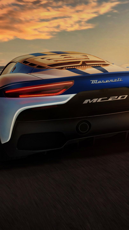 Maserati MC20 auf der Rennstrecke - blau weiß - Master Maserati Driving Experience