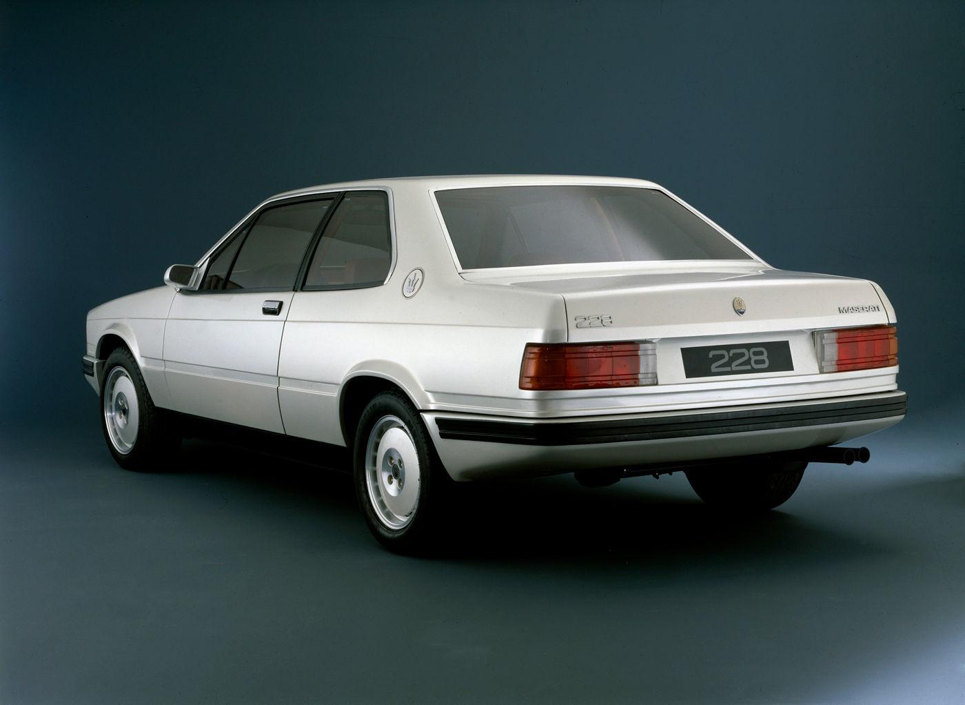 Maserati Classic - Biturbo 228 - carrosserie blanche - vue latérale postérieure