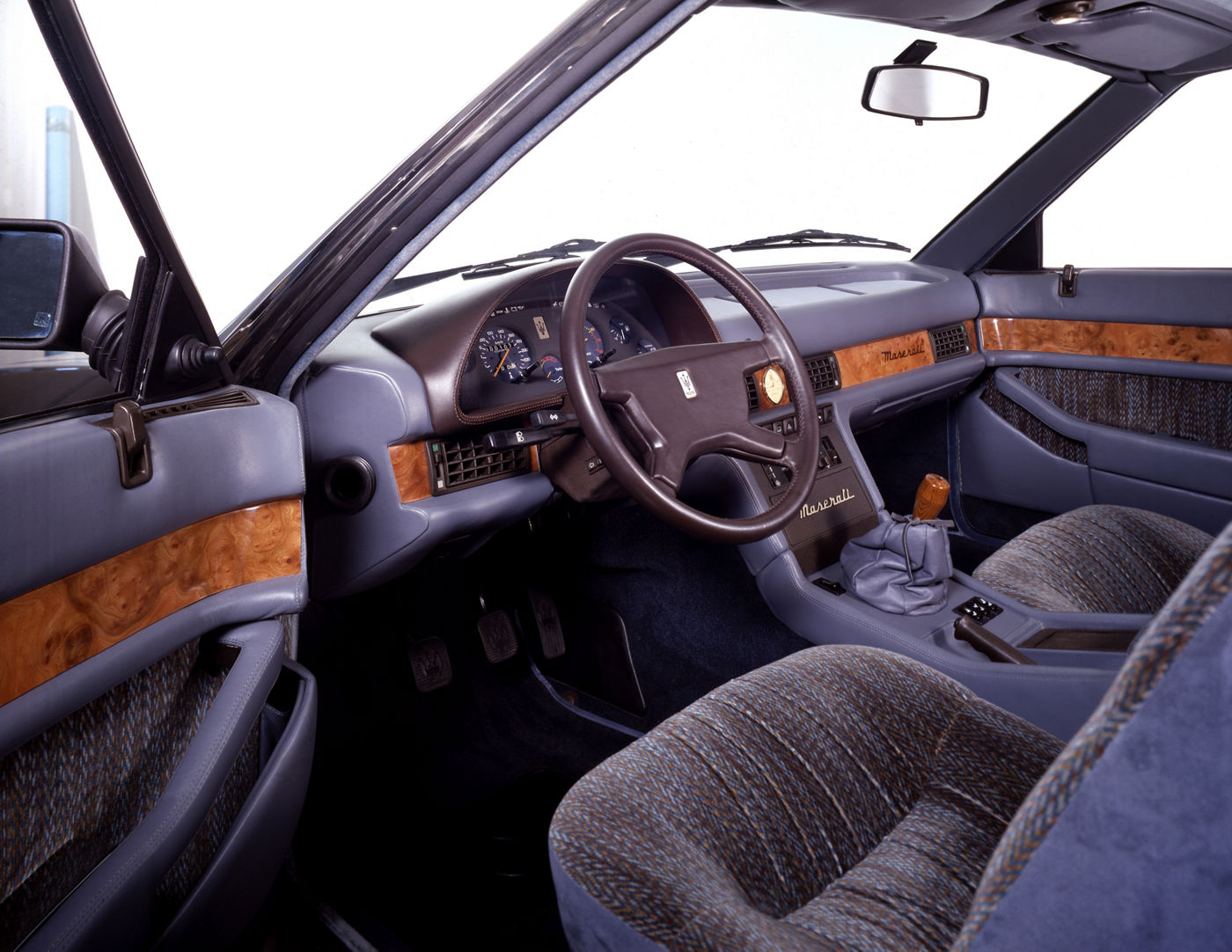 1983 Maserati 425 - interior view of the classic car model