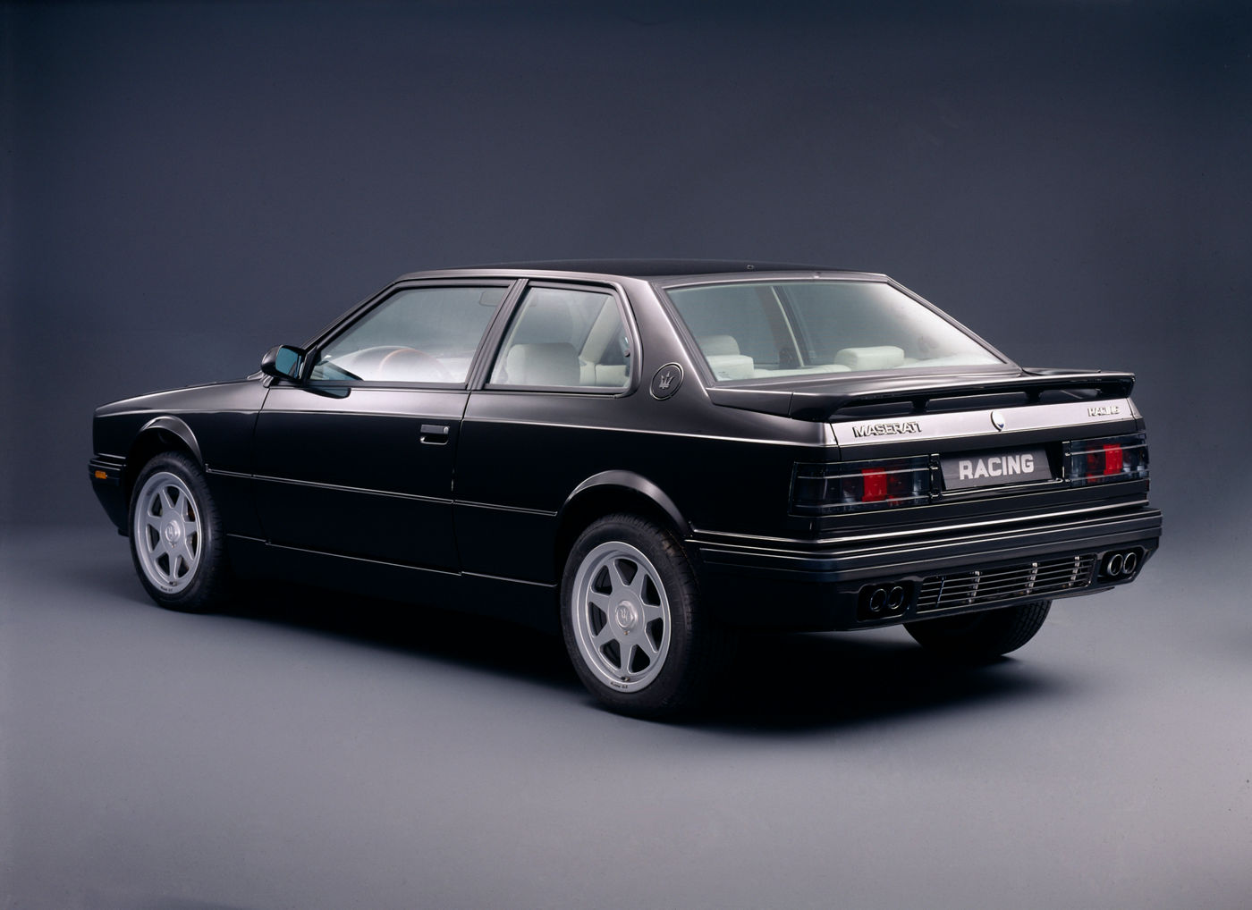 Maserati Classic - Biturbo Racing - carrosserie noire -vue latérale postérieure