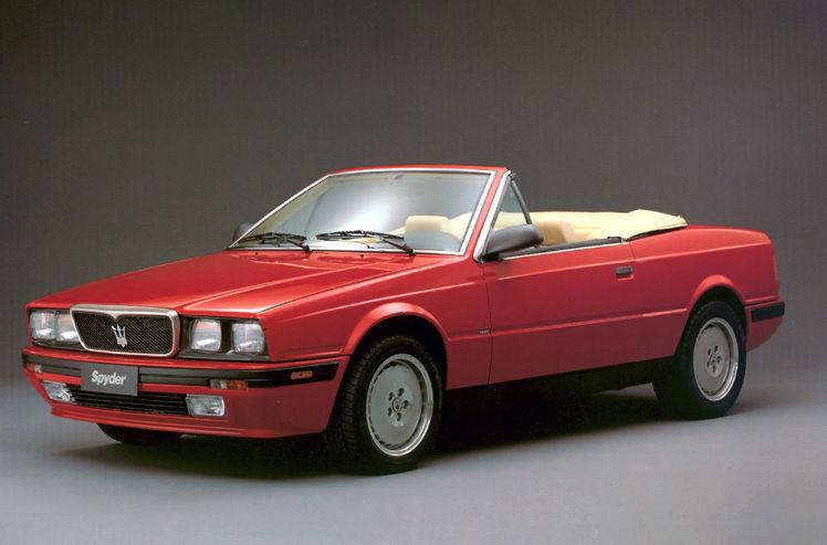 Maserati Classic - Spyder Cabriolet - carrosserie rouge - vue latérale