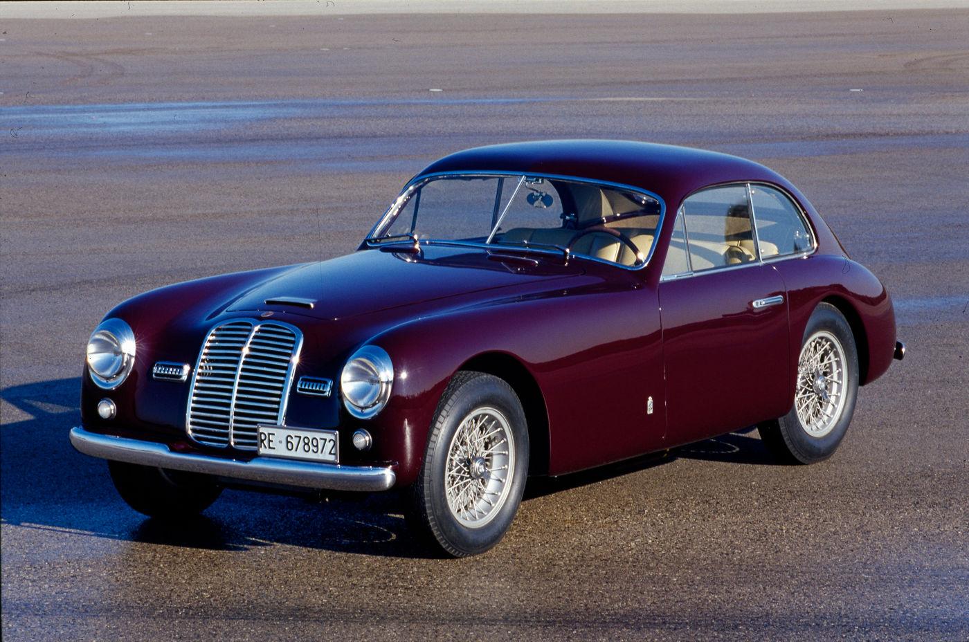 Maserati Classic - 1500 GranTurismo - carrosserie rouge - vue latérale