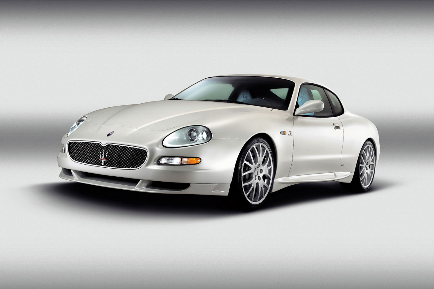 2004 Maserati GranSport M138 - exterior view of the classic car model in white