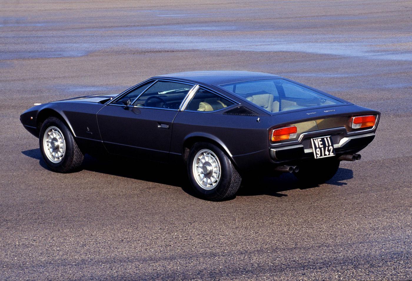 Maserati Classic - GranTurismo Khamsin - carrosserie grise - vue latérale postérieure