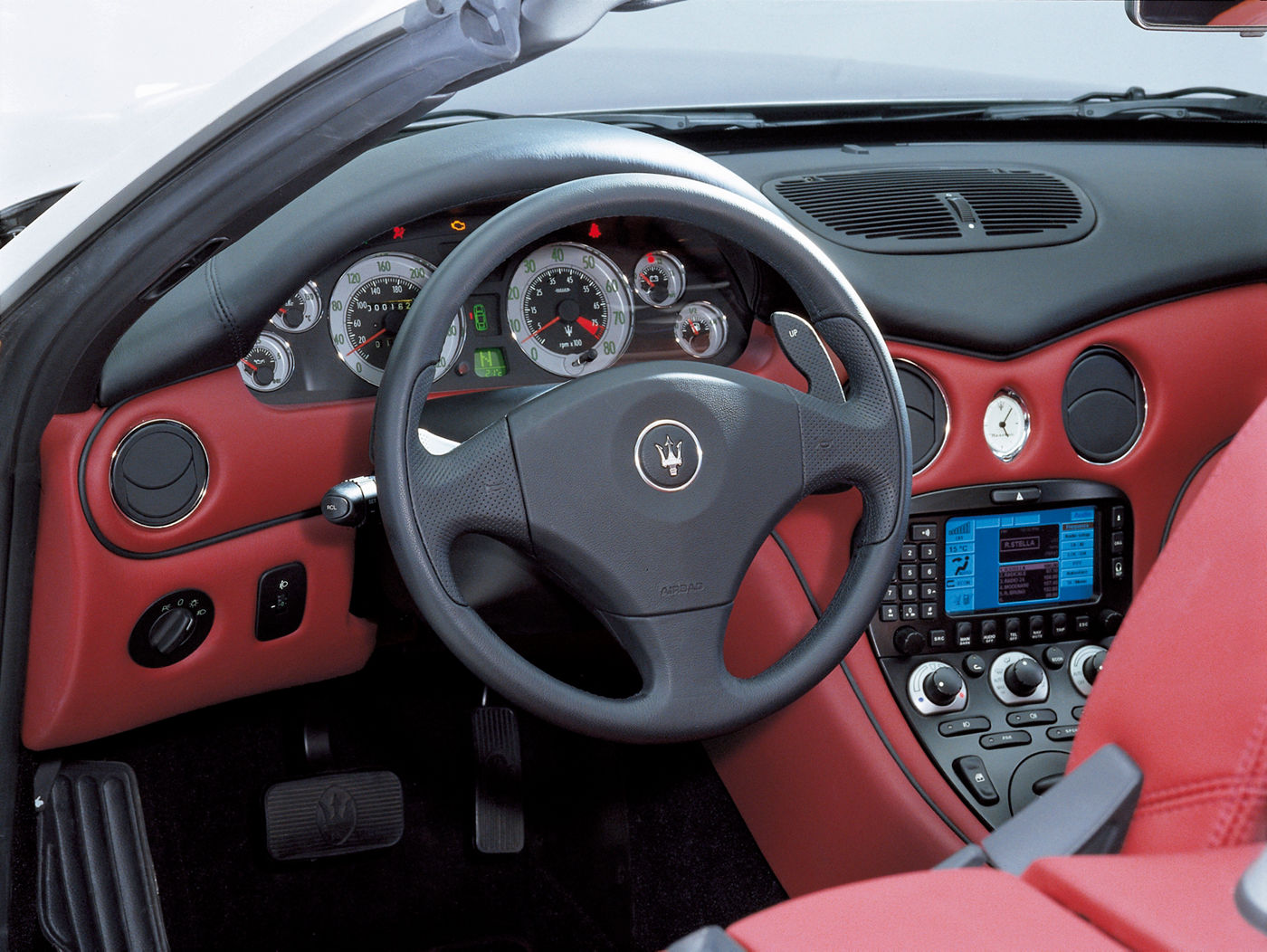 2001 Maserati Spyder - interior view of the 2-seater convertible