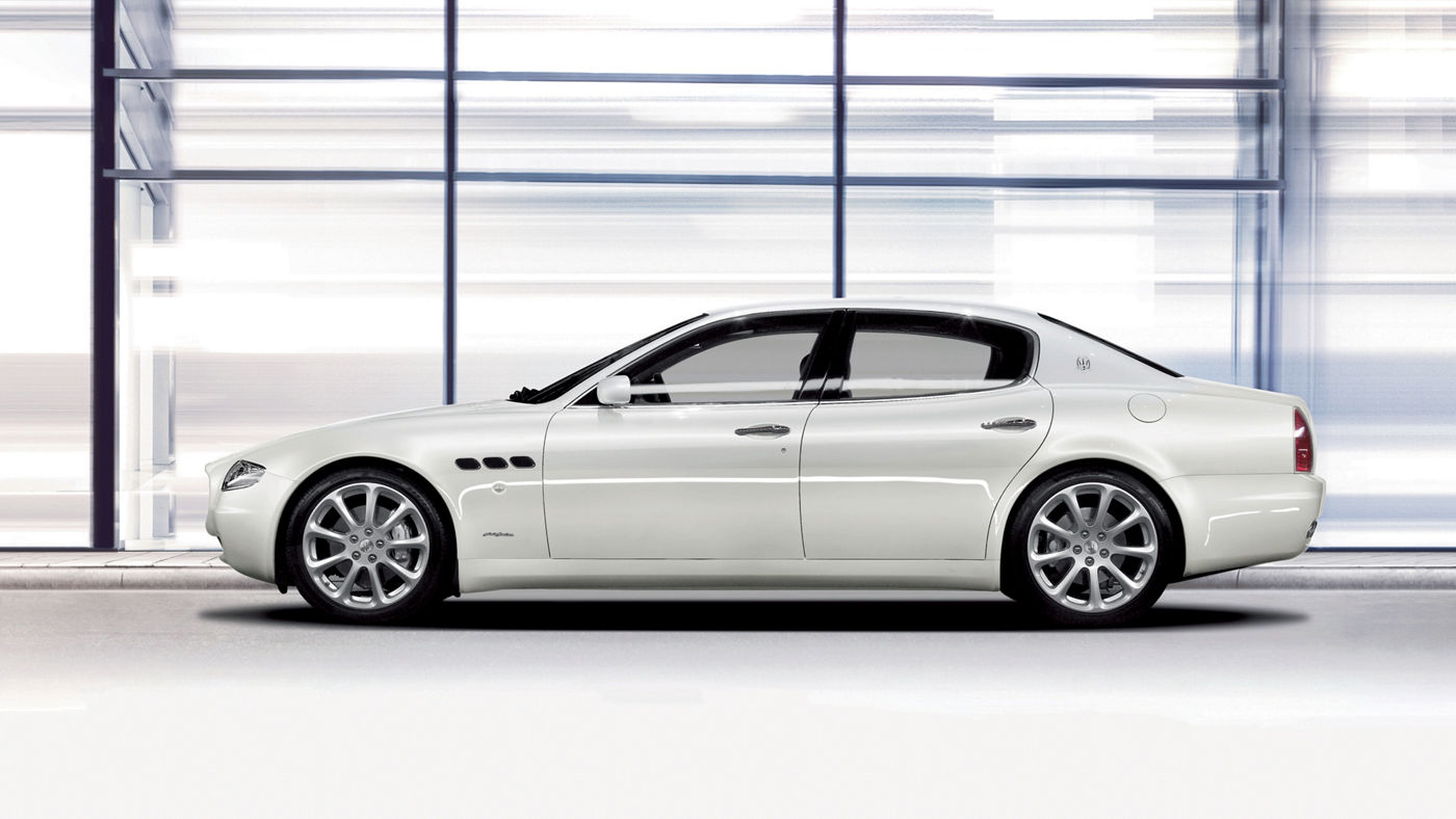 2006 Maserati Quattroporte V Automatica - side view of the Pininfarina-designed model