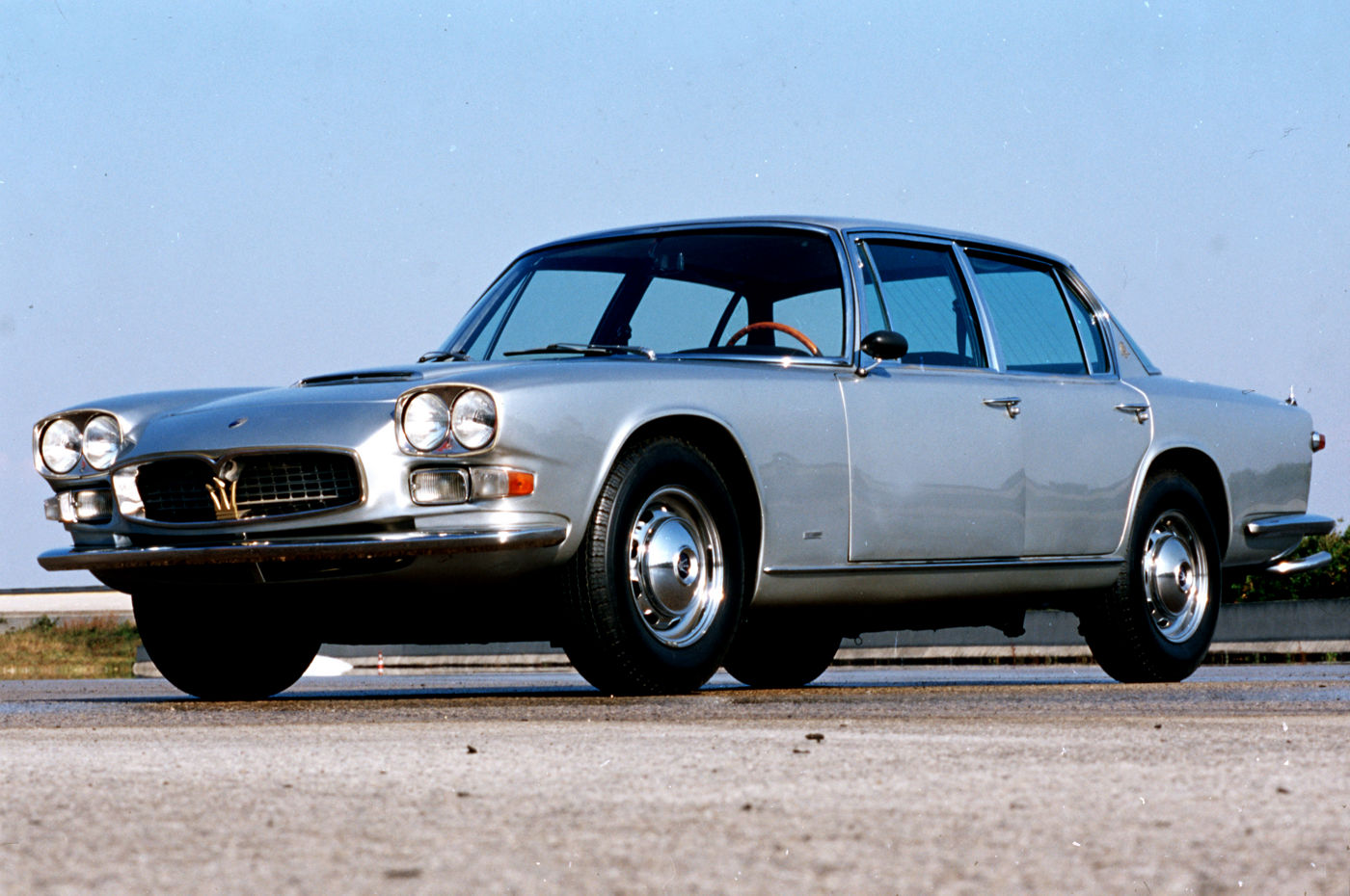 1966 Maserati Quattroporte I - Second Series - exterior view of the 5-seater sedan