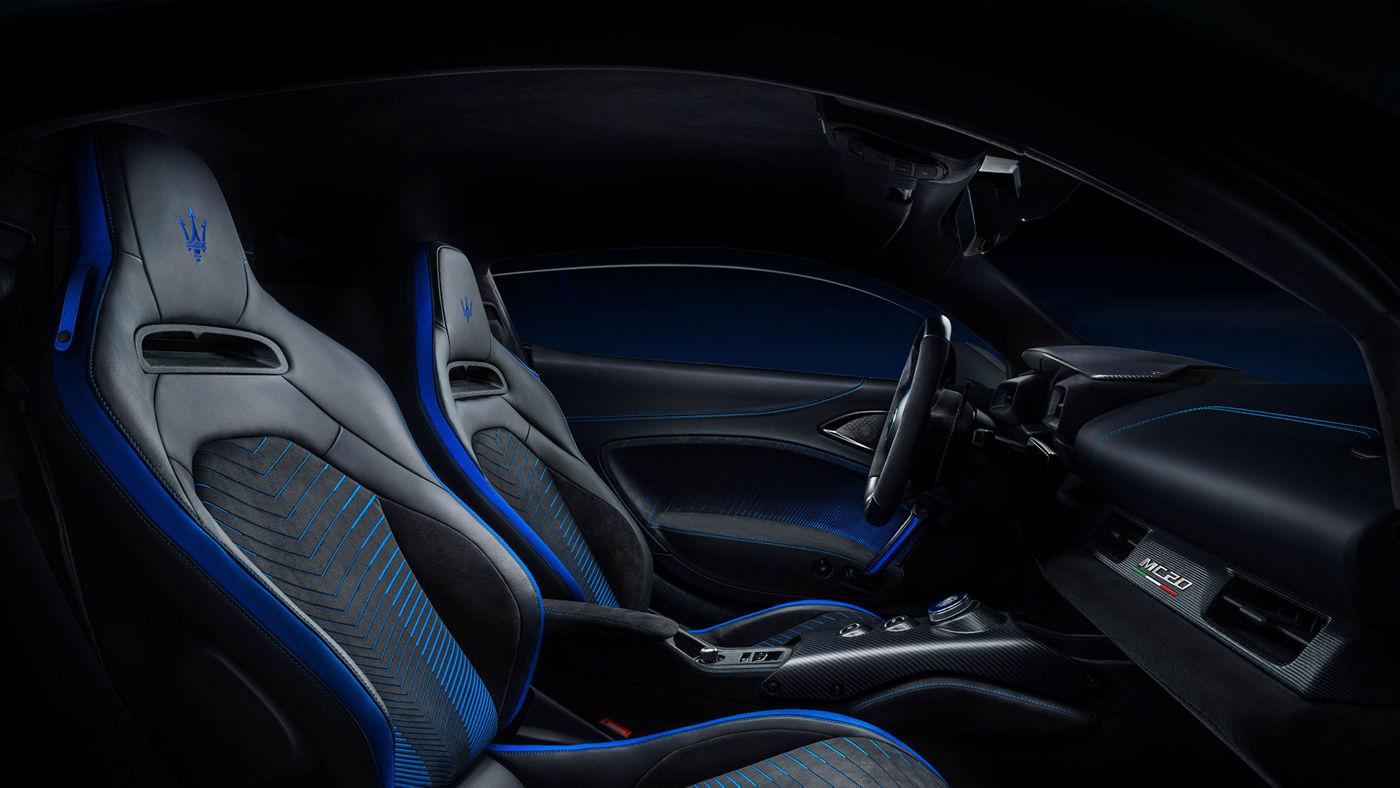 Innenraum Maserati MC20: Schwarz-blaue Ledersitze und Sonus faber Soundsystem