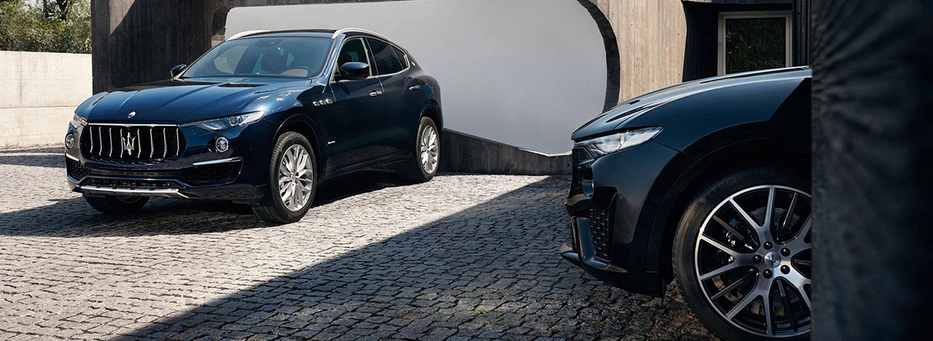 Maserati Levante colore Nero - Dettaglio ruota e fanale anteriore Maserati Levante