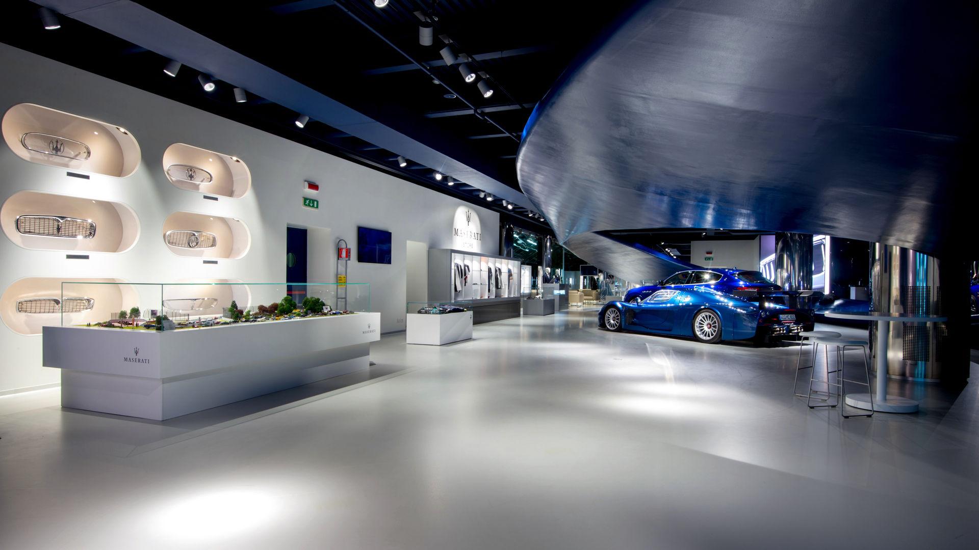 Maserati Factory Tour: Werksbesichtigung und Modena Showroom