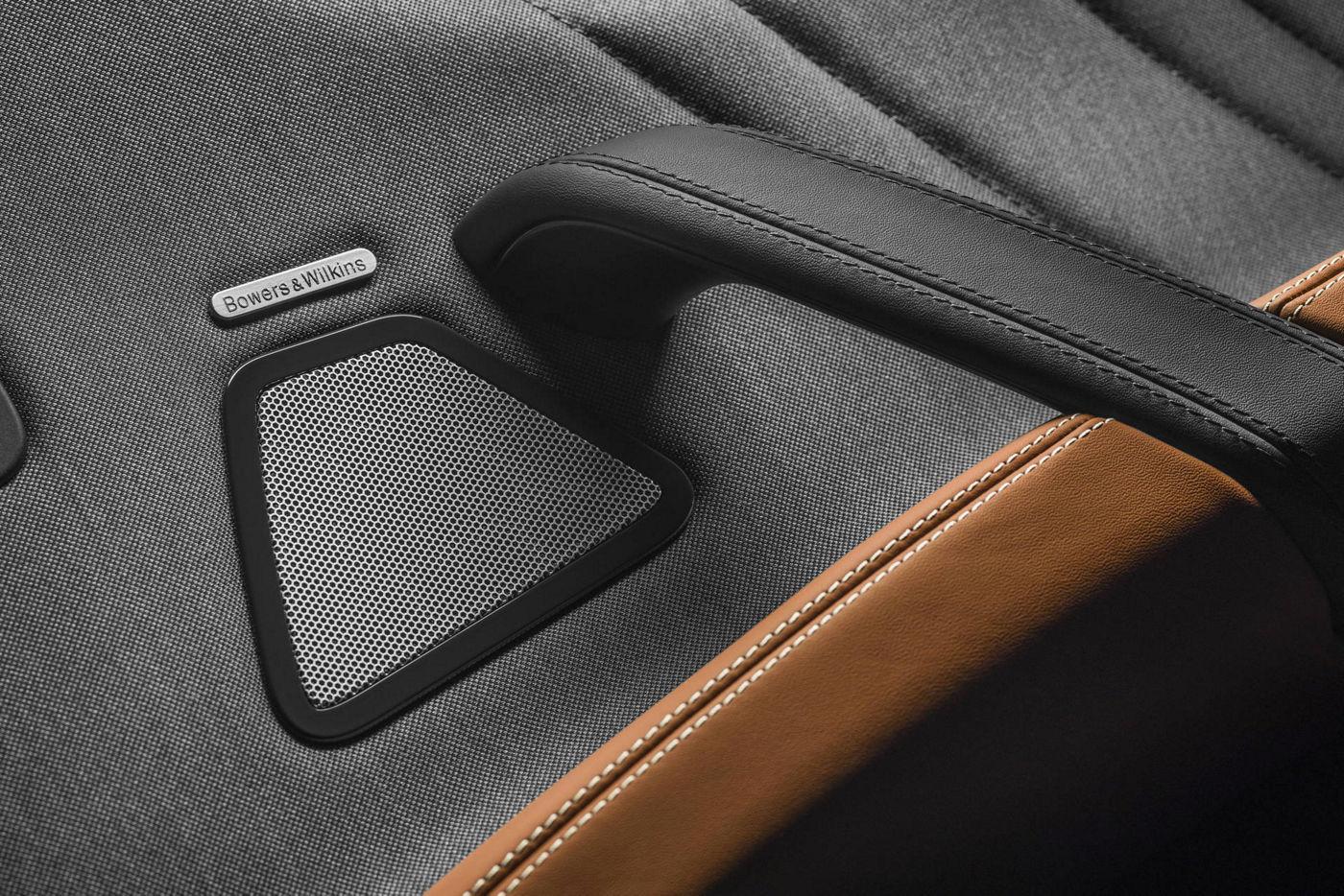 Maserati Ghibli GranLusso: Bowers & Wilkins Surround Sound system detail