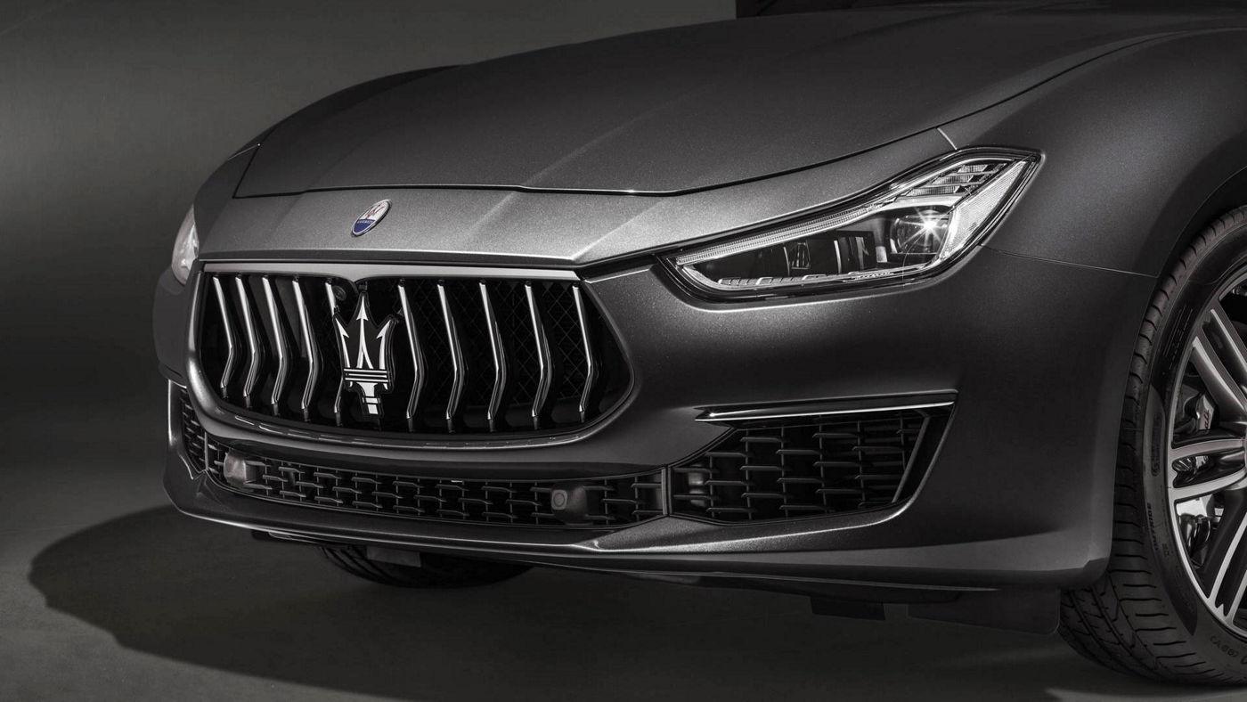 Maserati Quattroporte GranLusso 2018 - berline luxe - carrosserie grise - vue latérale capot