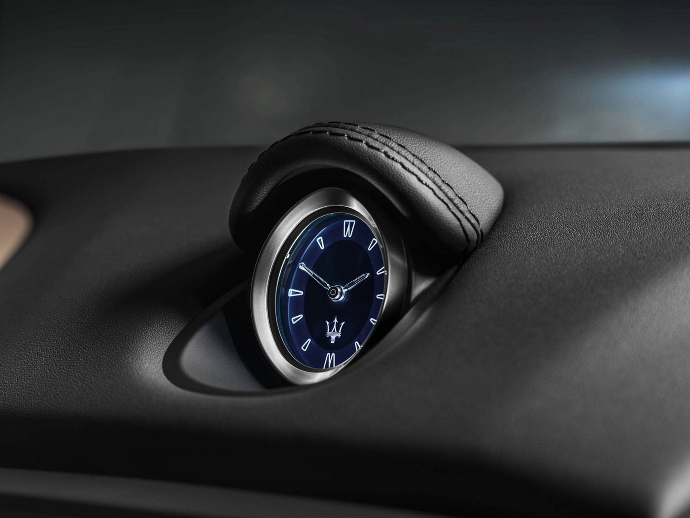 Maserati Ghibli GranLusso blue internal clock detail