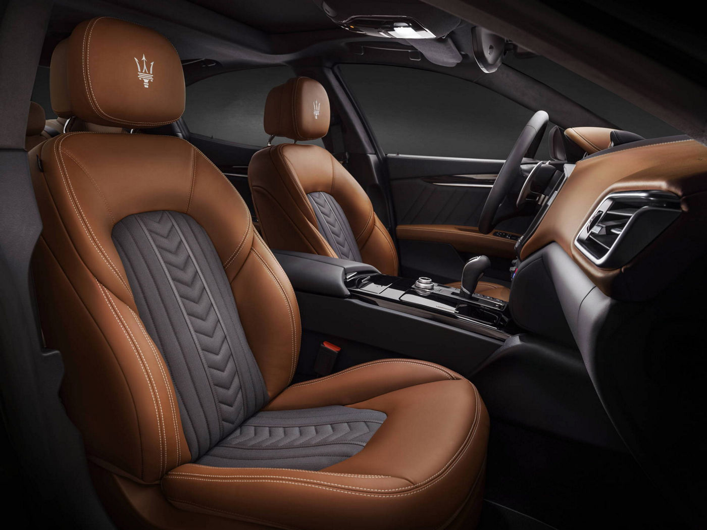 Black and brown seats design by Ermenegildo Zegna - Maserati Ghibli GranLusso
