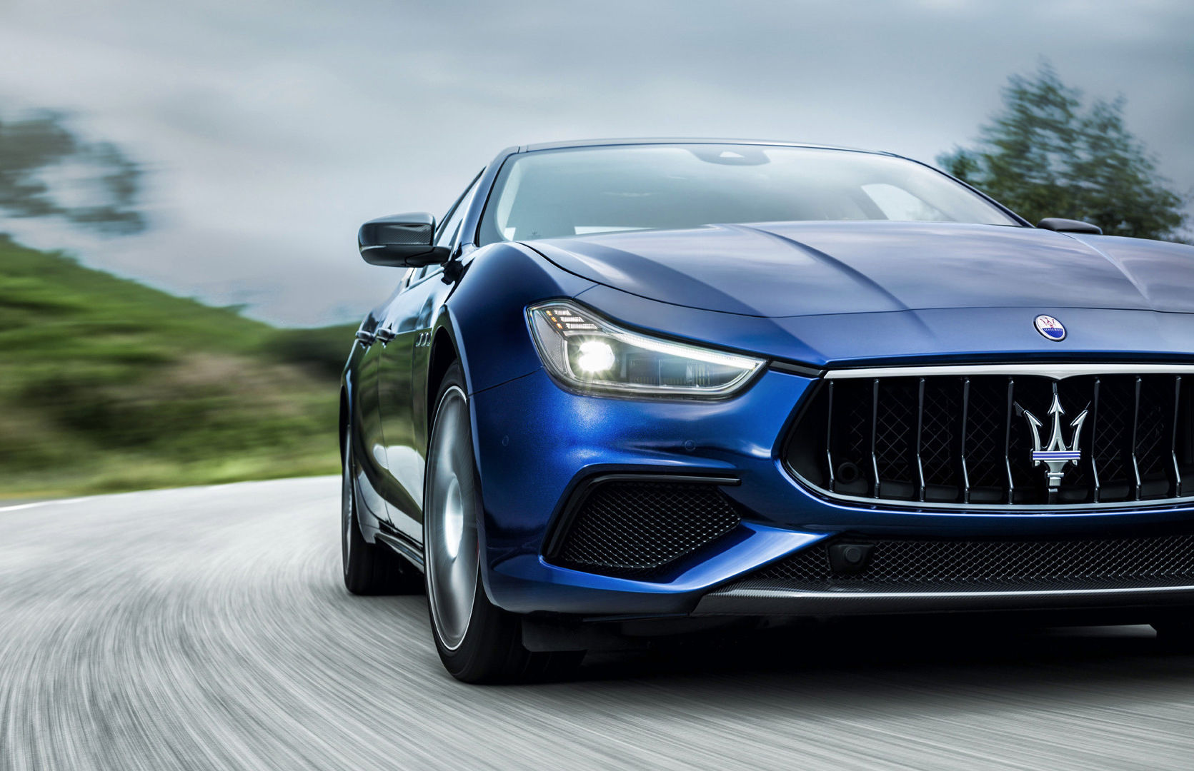 Maserati Ghibli GranSport - front view and lights, blue version