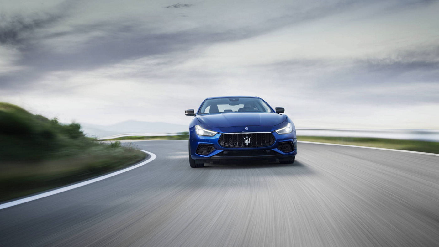 Maserati Quattroporte GranLusso 2018 - berline luxe - carrosserie bleue - vue latérale - essai routier