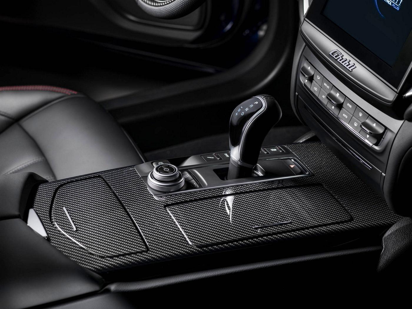 Maserati Ghibli 2018 - berline luxe - équipement intérieur - boîtier de vitesse