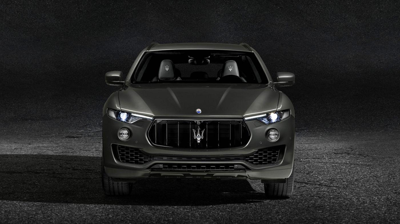 Maserati Levante GranSport - dark grey version, front view