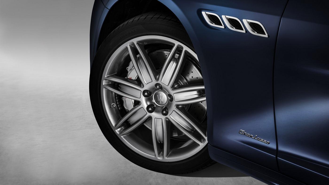Maserati Quattroporte GranLusso - Blu - Détail grilles d'aération et roue